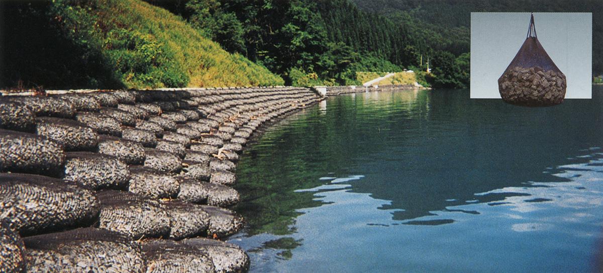 河床変動への追従性と凹凸不陸部・空隙へのなじみ性のある根固め工法用袋材